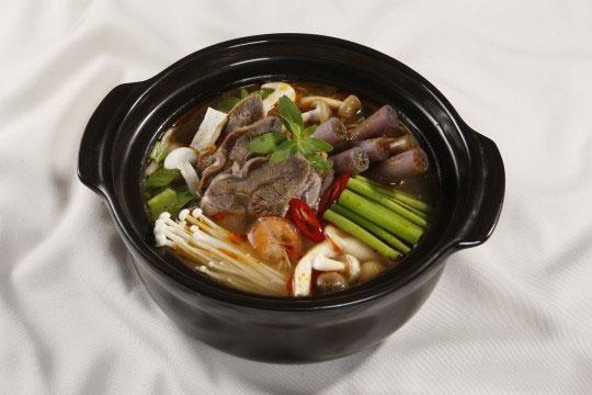 Hướng dẫn thực hiện món lẩu bắp bò tôm chua, lẩu vịt hầm sả, lẩu kim chi với bếp cồn khô